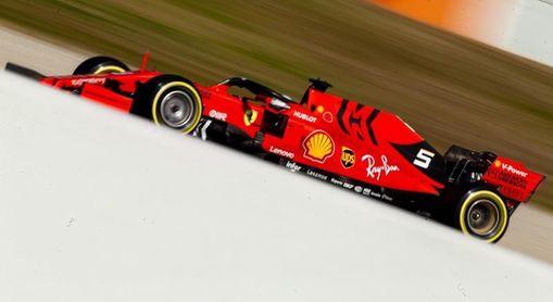Vettel manda y Sainz sorprende en los primeros ensayos del curso en Montmeló