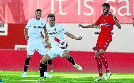 En la imagen, el lateral izquierdo Felipe Chacartegui, en un lance contra el Talavera.