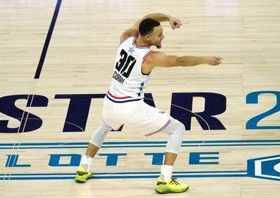 125-123. Curry anota 36 puntos con 10 triples y salva a Warriors ante Kings