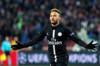 """El padre de Neymar rebate críticas y dice que su hijo no es """"mimado"""""""