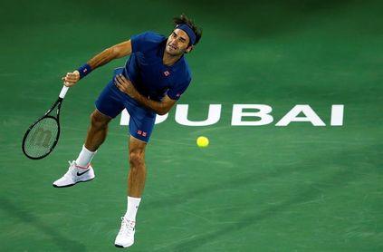 Federer regresa con victoria a Dubai