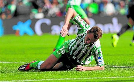 Loren Morón (seis goles esta temporada) se lamenta de una ocasión fallada en un partido del presente ejercicio en el Benito Villamarín.