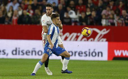 Melendo disputa un balón con Sergi Gómez