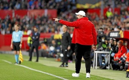 El Sevilla echa a Machín