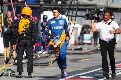 Carlos Sainz abandona el Gran Premio de Australia por rotura de motor