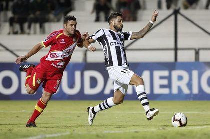 2-0. Wanderers saca de casa jugosa renta y deja contra las cuerdas a Huancayo