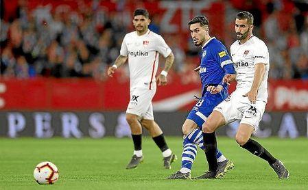 Gonalons, en un lance del partido ante el Schalke 04.