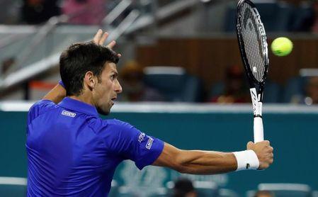 Djokovic e Isner cumplen pronósticos; caen eliminados Thiem y Nishikori