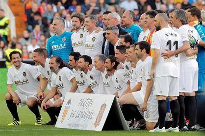 1-3. España se lleva el triunfo en un emotivo y nostálgico partido