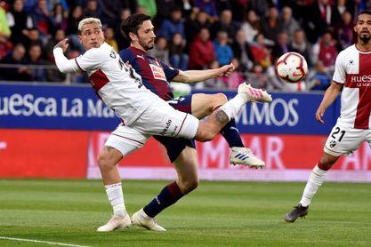 2-0. El Huesca sigue creyendo en el milagro de la salvación