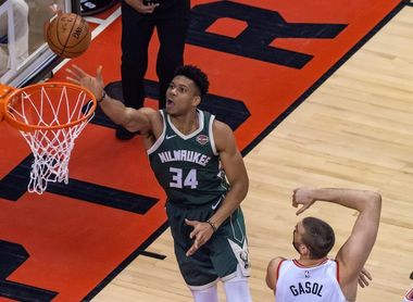 120-102. Los Raptors vencen con facilidad a los Bucks sin necesitar a Leonard