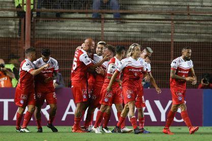 Argentinos Juniors recibe con suplentes a un Deportes Tolima diezmado