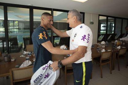 Richarlison y Neres, los únicos que llegaron a primer entrenamiento de Brasil