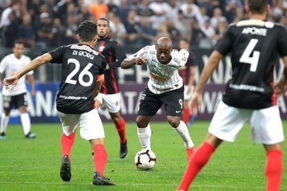 2-0. Corinthians derriba la muralla del Deportivo Lara y se acerca a octavos