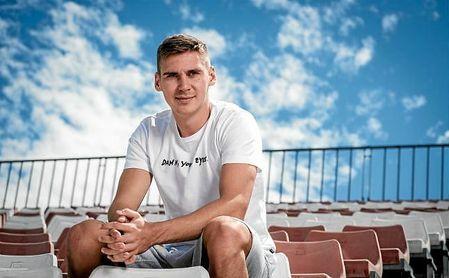 Wöber posa para ESTADIO Deportivo en su último día en Sevilla antes de partir hacia sus vacaciones estivales.