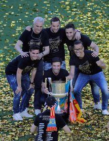 Mestalla agasaja a sus campeones y festeja a lo grande la copa del centenario