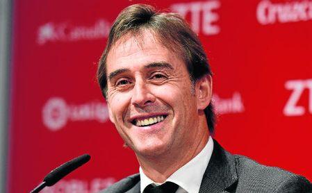 Antonio Álvarez avala la decisión de fichar a Julen Lopetegui.