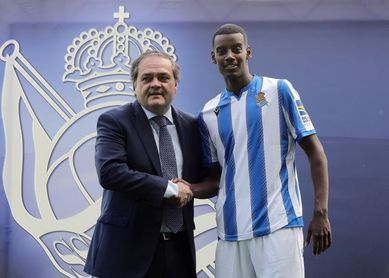 Isak no se compara con Ibrahimovic y espera triunfar en San Sebastián