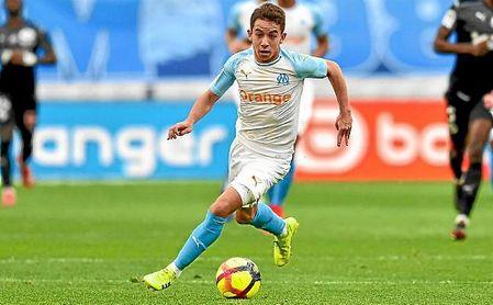 Maxime López conduce el balón en un partido con el Marsella.