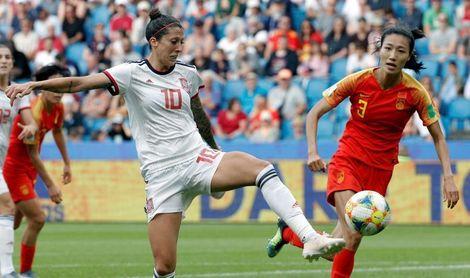 España alcanza los octavos de final por primera vez tras empatar con China