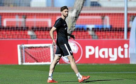 Sergi Gómez, en un entrenamiento con el Sevilla.