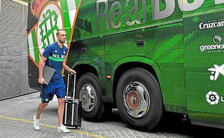 Pau López ha viajado con sus compañeros a Montecastillo a la espera del acuerdo entre Betis y Roma.