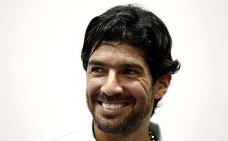 """El """"Loco"""" Abreu se pone la camiseta del Boston River uruguayo a sus 42 años"""
