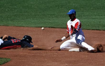 El béisbol cubano reinserta a un pelotero tras jugar como independiente en la MLB