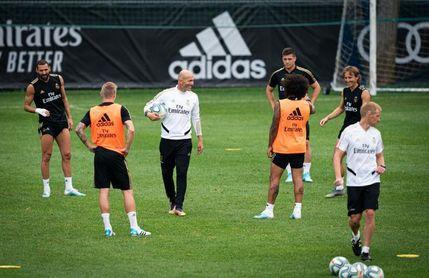 Bale y Zidane acaparan protagonismo en una exigente sesión física