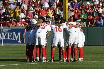 El Sevilla saltó con un equipo muy titular al Fenway Park.