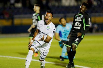 2-1. El Comunicaciones del argentino Tapia pega primero al Marathón hondureño