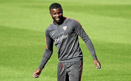 Amadou, en un entrenamiento con el Sevilla.