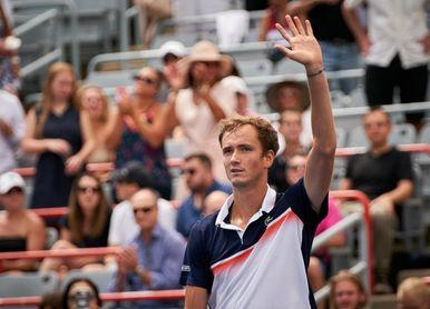 Medvedev fulmina a Thiem y accede a semifinales