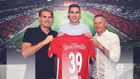 Wöber ya posa como jugador del Red Bull Salzburgo.