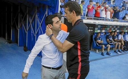 Gallego y Lopetegui se saludan antes del comienzo del partido.