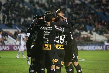 Corinthians y Fluminense protagonizan duelo brasileño por la Sudamericana