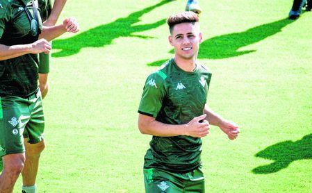 Álex Moreno, entrenándose con el Betis.