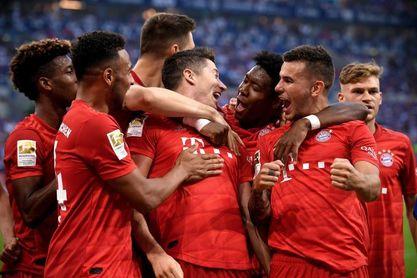 El Bayern golea al Schalke (0-3) con 'triplete' de Lewandowski