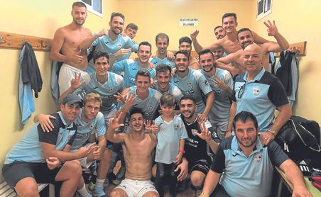 La Lebrijana festeja su última victoria, conseguida frente al Córdoba B.