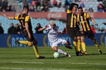 Nacional y Peñarol se mantienen invictos en el Clausura uruguayo