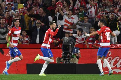 El Atlético no sale del bache; el Barcelona se estrella en Granada
