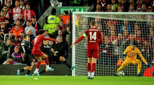 4-3, El osado Salzburgo hace dudar a un intermitente Liverpool