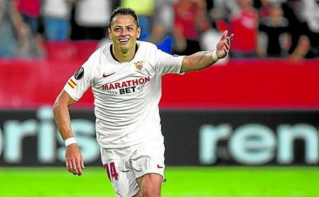 Chicharito pide más minutos a base de goles.