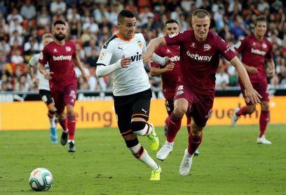2-1. El Valencia se quedó con los puntos ante un buen Alavés