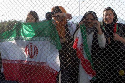 Invitadas o camufladas, la experiencia de las iraníes en los estadios