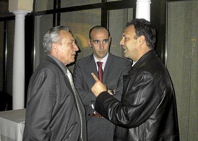 Alés, Monchi y Caparrós, el 'tridente' que comenzó a sacar al Sevilla FC de la miseria.