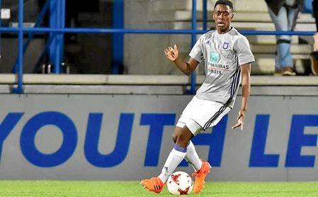 Lokonga es internacional con la selección sub 21 de Bélgica.