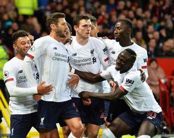 1-1. Lallana encuentra oro en Old Trafford para un pobre Liverpool