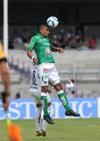 El colombiano Tesillo decide triunfo de León por 1-2 ante los Pumas de Míchel