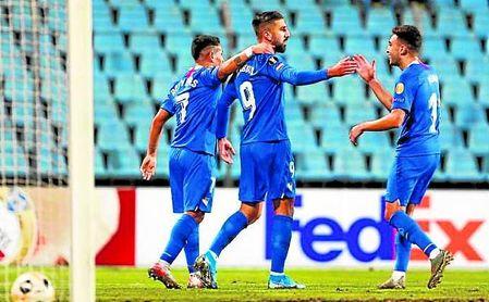 Rony Lopes, Dabbur y Munir celebran uno de los goles en la primera parte.